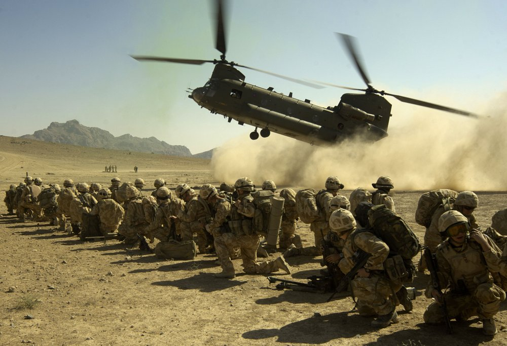 Chinook_Lands_with_Royalm_Marines_Onboard_in_Afghanistan_MOD_45149638.thumb.jpg.7e77d965e14a9612c07391405cf71793.jpg
